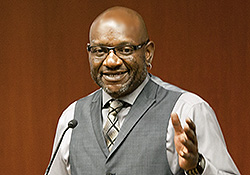 Darryl Hunt talking with first-year students at Duke Law School